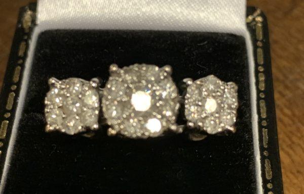 stunning  illusion set diamond ring